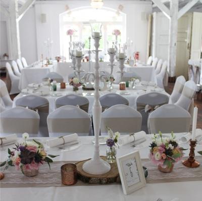 Hochzeitdekoration in Edelrustikal - Goldscheune