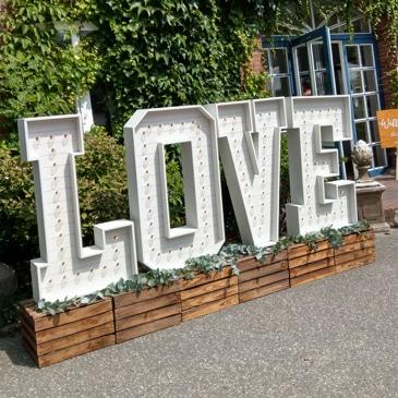 XXL Love Leuchtbuchstaben